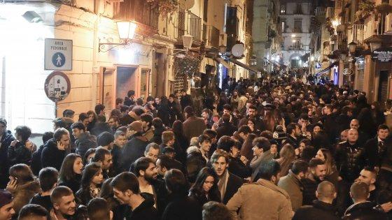 Napoli, rissa a Chiaia: feriti due giovani e madre