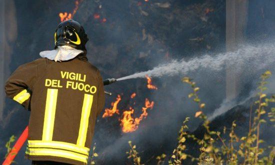 Napoli, scoppia bombola di gas: un morto e sei feriti