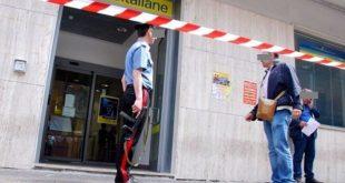 70enne aggredita davanti alle poste