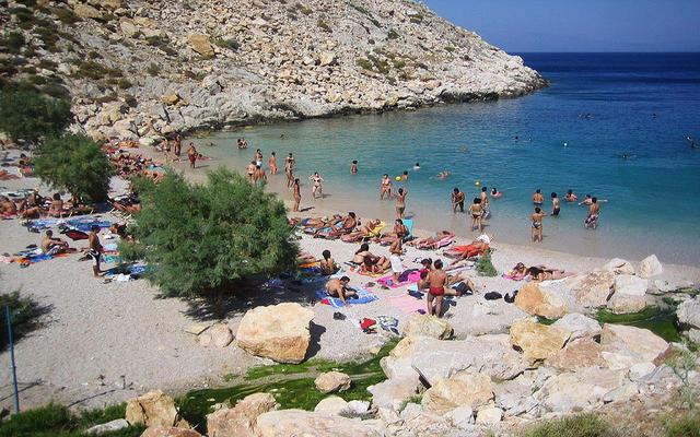Covid: 28 gradi in Grecia, folla su spiagge e parchi - Ultima ora