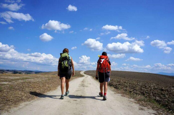 Viaggio a piedi come simbolo di ripartenza